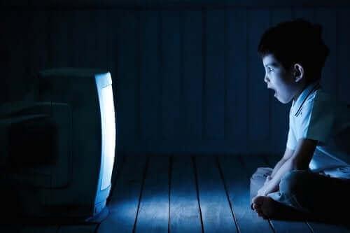 과도한 스크린 노출이 아이들에게 미치는 영향