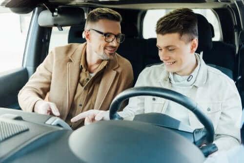 자녀에게 운전을 가르치는 일은 합법일까?
