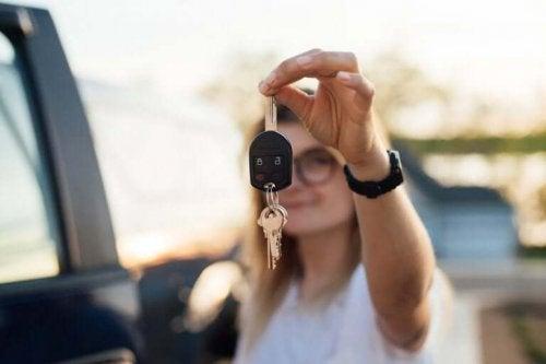자녀에게 운전을 가르치는 것에 대해 법은 어떻게 말하고 있을까?