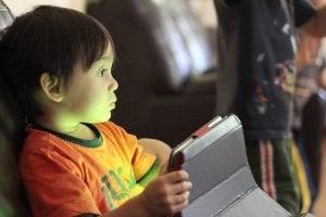 아이의 위험한 온라인 사용을 막는 방법
