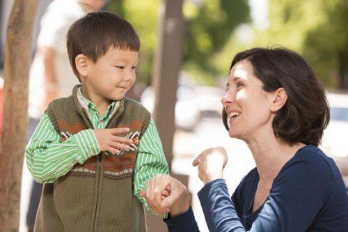 청각 장애 아이를 키우는 엄마를 위한 조언