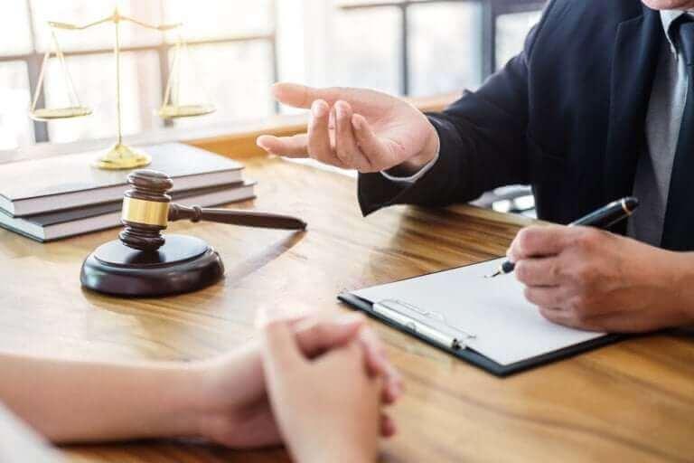 신뢰할 수 있는 고문 변호사 고용하는 팁