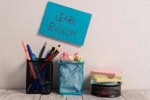 아이에게 다른 언어를 가르치기 위해 공부 카드 활용하기