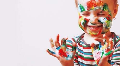 미취학 아동의 예술적 재능을 자극하는 방법