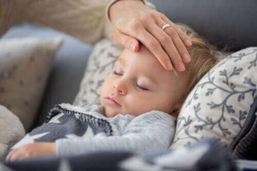 코로나 외출 금지 중 아이가 열나고 기침을 하는 경우
