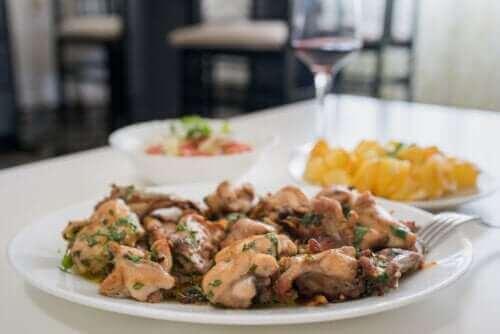 아티초크를 곁들인 마늘 토끼 고기