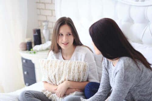 격리 중 화합을 장려하고 청소년과의 갈등을 피하는 방법