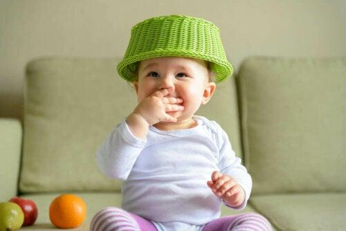 아기를 위한 '보물 바구니' 게임