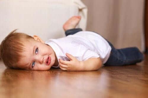 아이들은 울화 행동을 하기 전에 종종 소리를 지른다
