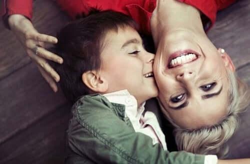 자녀와 건강한 유대 관계를 구축하는 방법