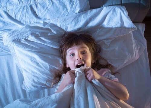 아이들이 악몽을 피하도록 하기 위한 팁 5가지
