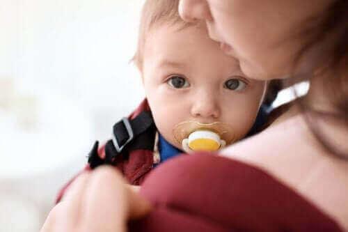 아기에게 있어 빠는 것의 중요성