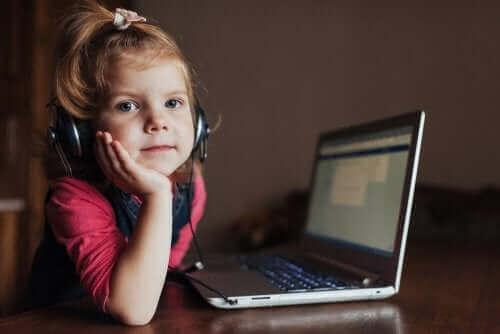 아이가 책임감 있게 테크놀로지를 사용하는 방법