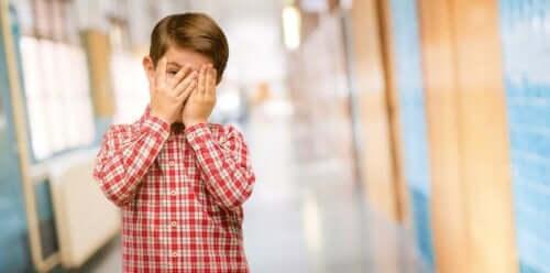 어린이의 유독성 수치심을 어떻게 피할 수 있을까?