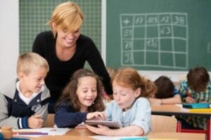아이에게 기술을 책임감 있게 사용하는 법 가르치기