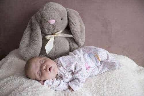 생후 3개월까지 아기는 어떻게 잠을 잘까