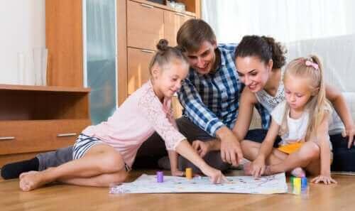 가족 모두가 펜과 종이로 즐길 수 있는 6가지 게임