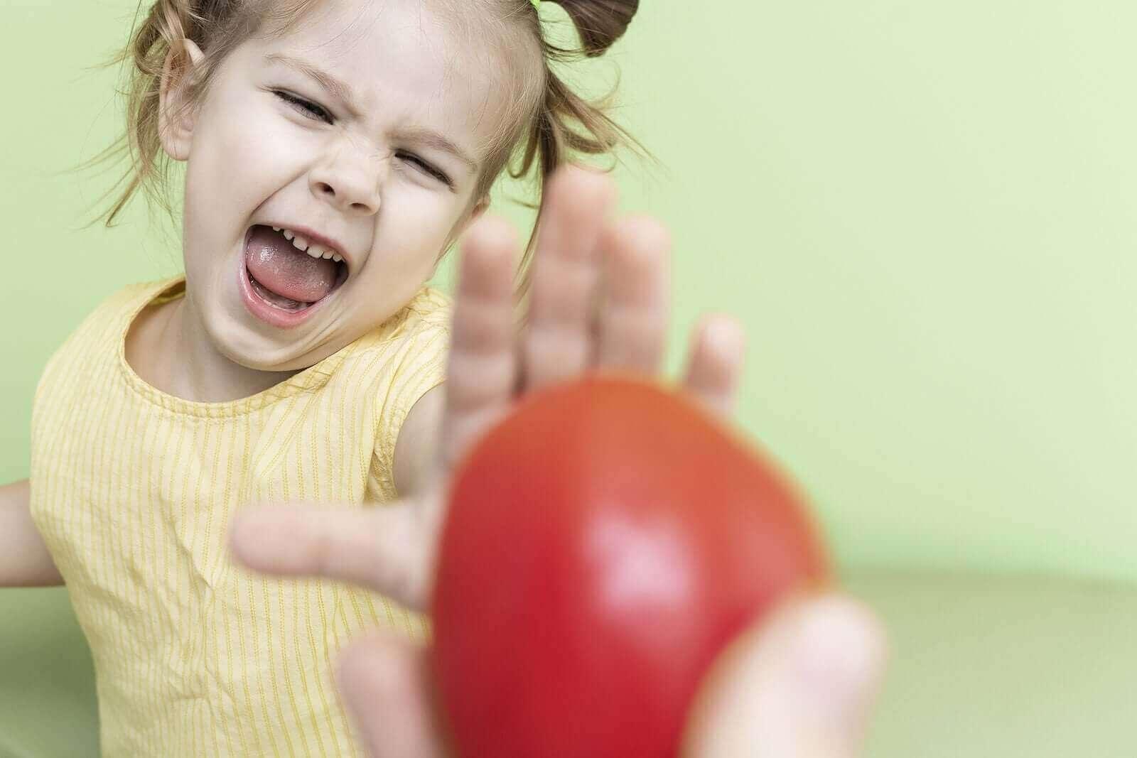 아이가 먹는 동안 질식할까 봐 두려워한다면 어떻게 해야 할까?
