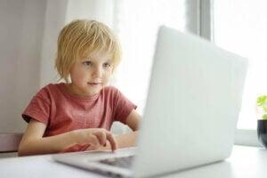 소셜 미디어를 교육 도구로 사용해도 괜찮을까?