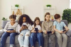 교육에서 소셜 네트워크를 사용하는 것의 단점