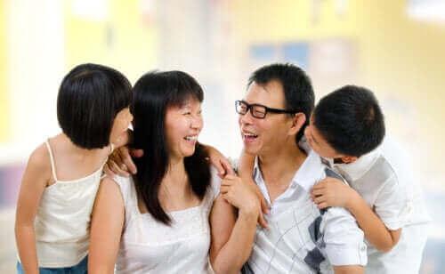 아이와 어려운 주제에 관해 이야기하는 방법