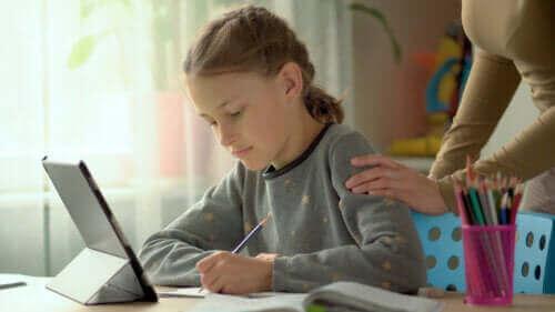 아이가 집에서 공부하도록 격려하는 6가지 전술