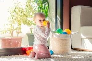 보물 바구니: 아기를 자극하는 게임