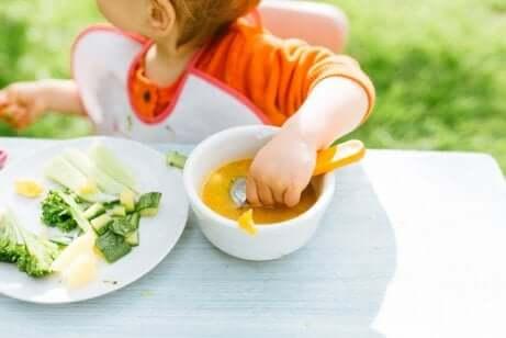 아기 주도 이유식: 스스로 먹는 법을 배울 수 있을까