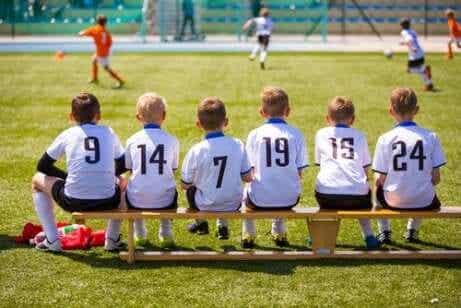 어린이의 팀워크를 장려하는 스포츠