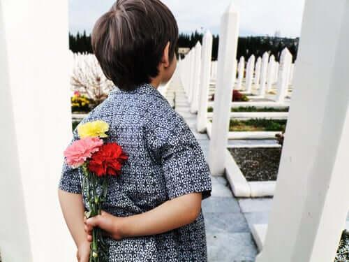 사랑하는 사람의 죽음에 대해 자녀와 이야기하기 위한 조언