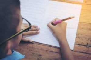 어린이의 창의적 글쓰기를 장려하는 것의 이점