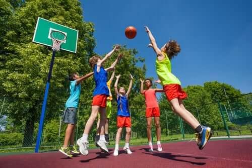 농구는 전신 운동으로 신체적 다양한 신체적 장점이 있다.