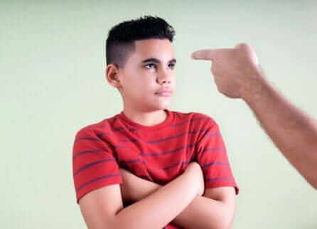 지나치게 엄격한 부모의 문제