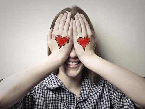 십대 자녀의 첫사랑: 적절한 반응 방법