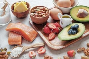 어린이의 높은 콜레스테롤 수치를 줄이기 위해 피해야 할 음식