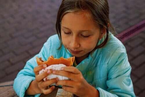 어린이의 높은 콜레스테롤: 원인과 치료법