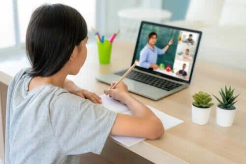 아이들이 온라인 수업에 집중할 수 있도록 돕는 방법