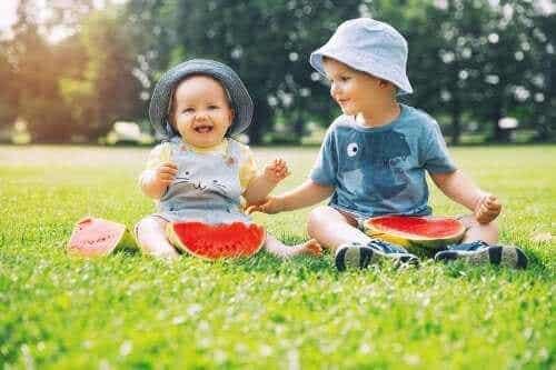 동생이 태어났을 때 아이들이 보이는 행동 변화